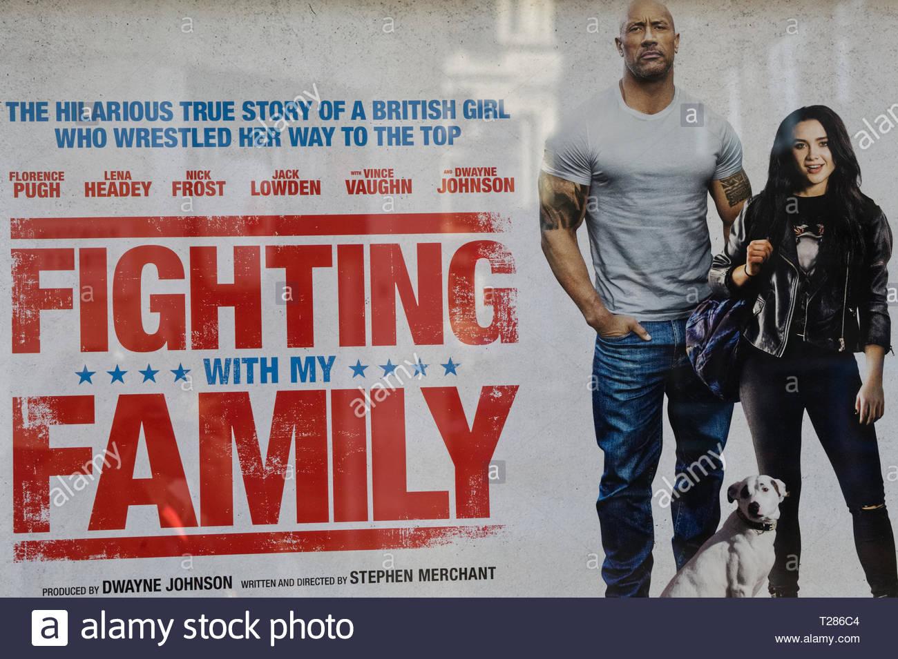 Luchando con mi familia poster Foto de stock