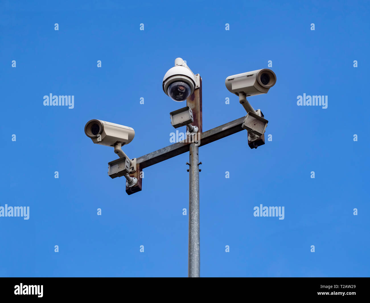 Para garantizar la seguridad pública y la seguridad !.. Estamos siendo observados. El gobierno tiene un sistema secreto, una máquina que espías en cada hora de cada día. Imagen De Stock