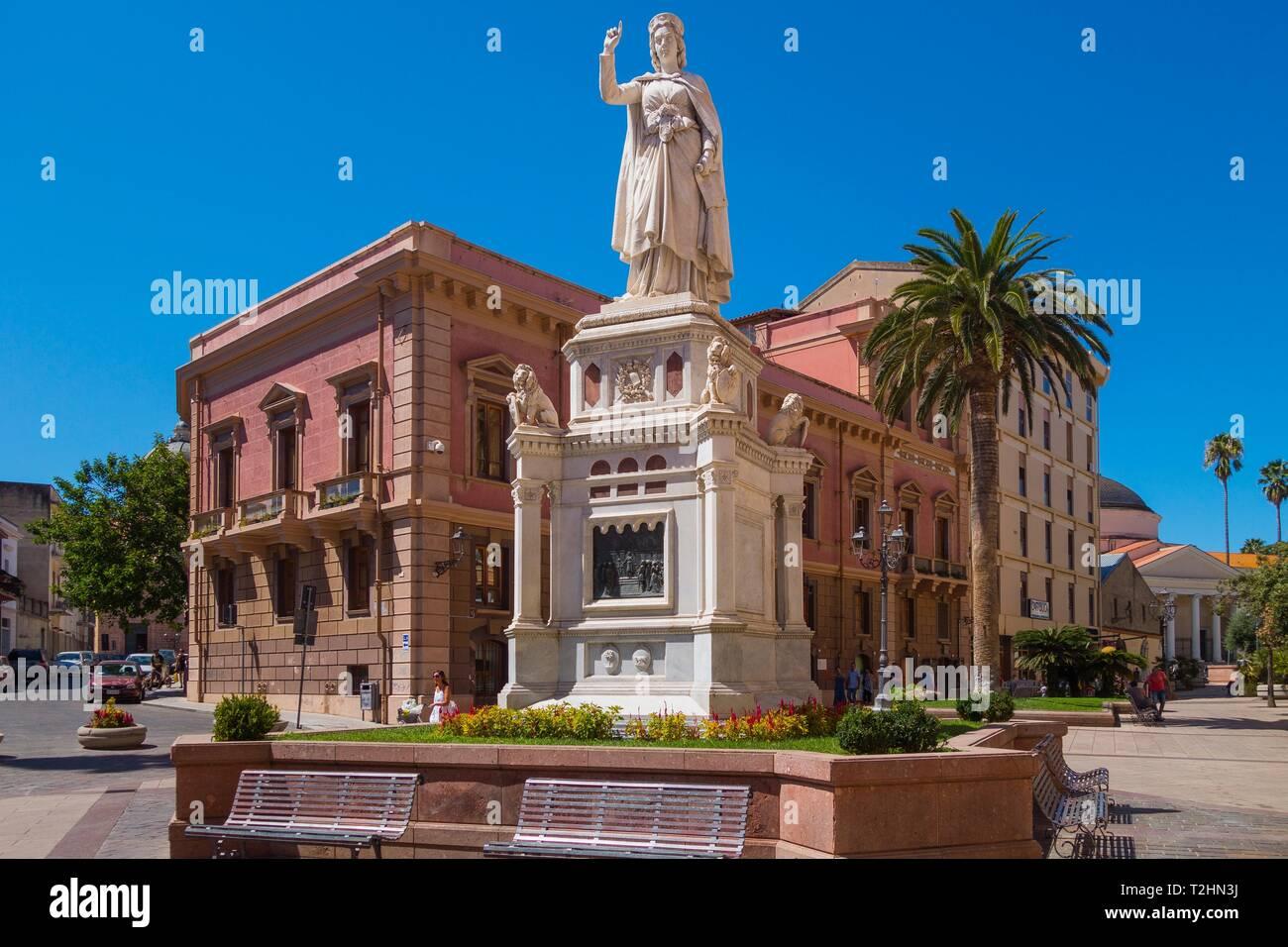 Estatua de Eleanor de Arborea en Oristano (Cerdeña, Italia), Europa Foto de stock