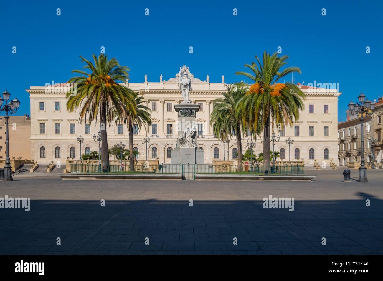 El Palazzo della Provincia en la plaza Piazza d'Italia, Sassari, Cerdeña, Italia, Europa Imagen De Stock
