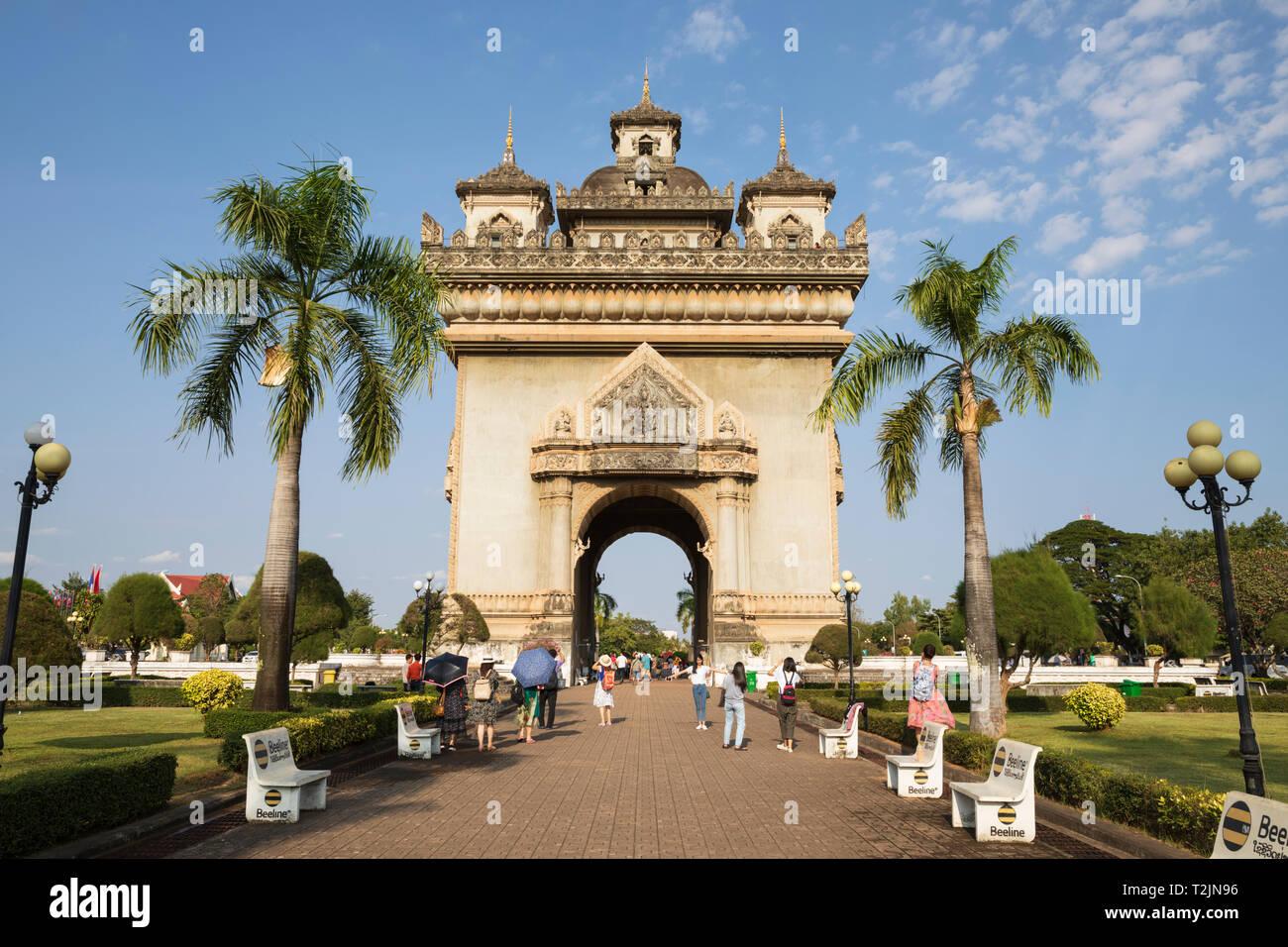 Patuxai Monumento a la victoria (Arc de Triomphe) de Vientiane, Vientiane, Laos, Sudeste de Asia Foto de stock