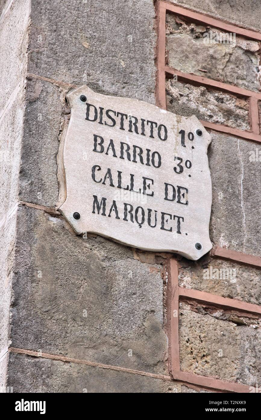 Cartel con el nombre de calles de Barcelona - Calle de Marquet. Foto de stock