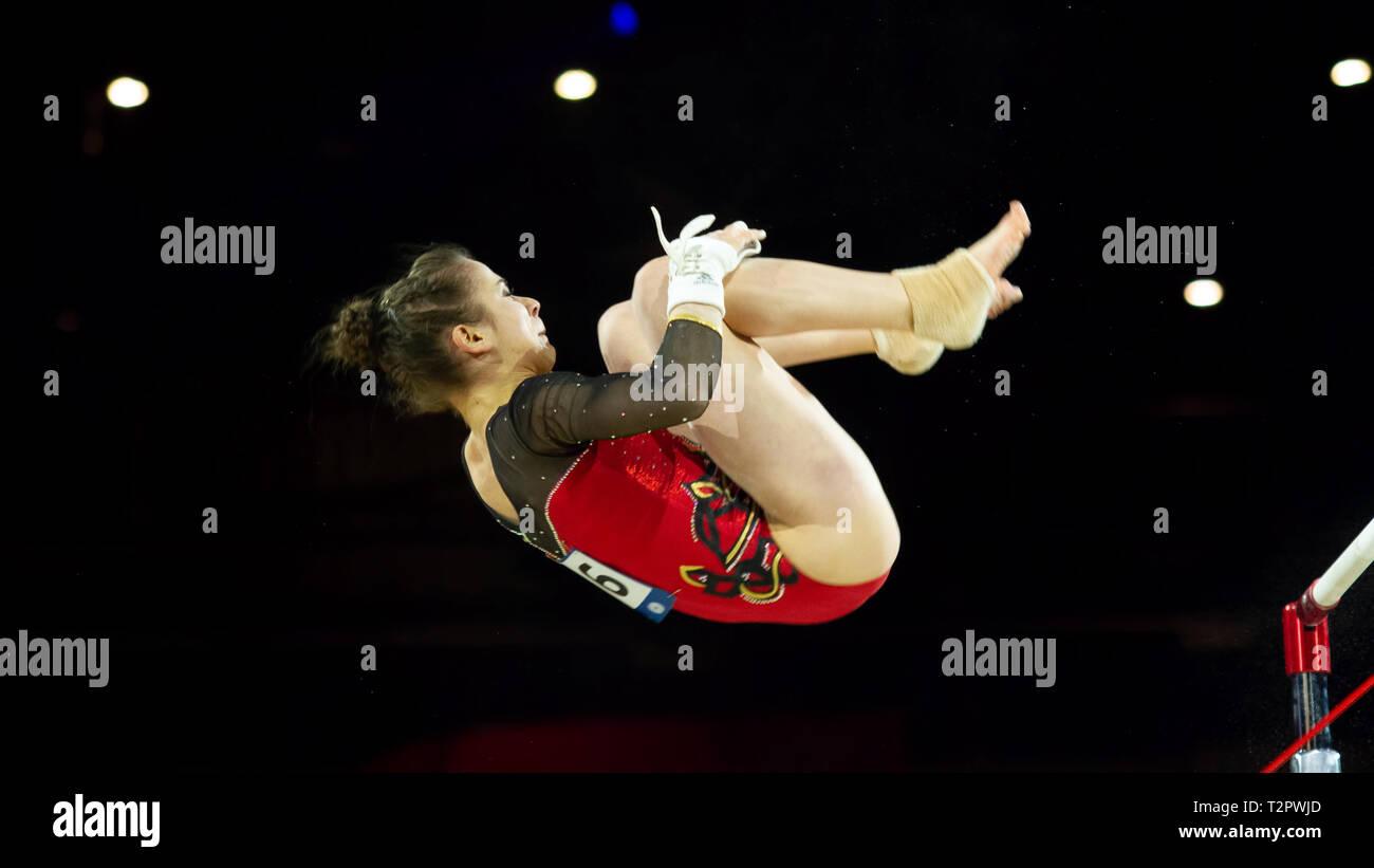 Birmingham, Inglaterra, Reino Unido. 23 de marzo, 2019. Alemania Leah Grießer en acción durante la mujer bares desigual competencia, durante el año 2019 la gimnasia World Foto de stock