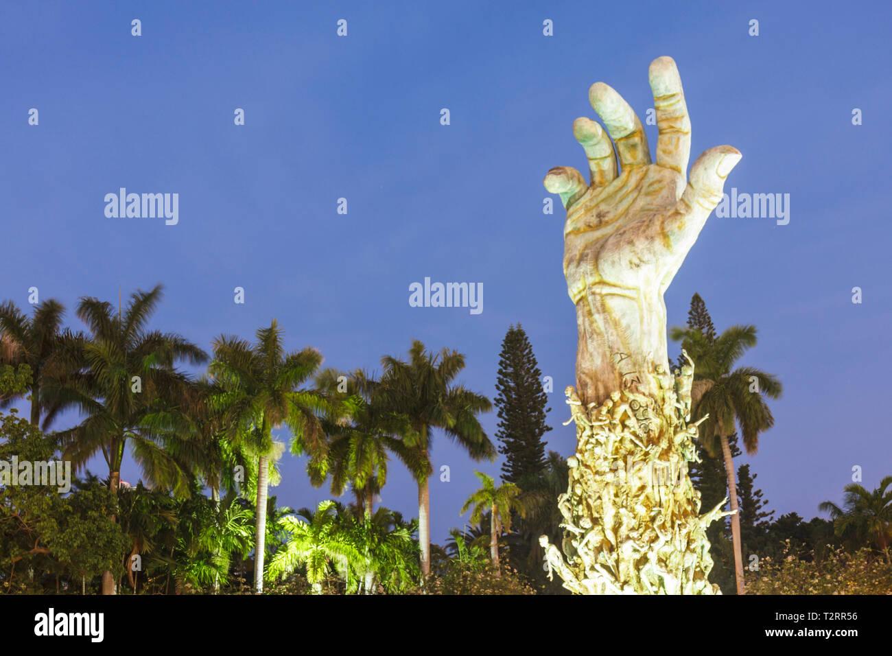 Miami Beach Florida Holocaust Memorial Escultura de bronce de amor y angustia brazo mano Kenneth Treister jardín de meditación judíos judío Imagen De Stock