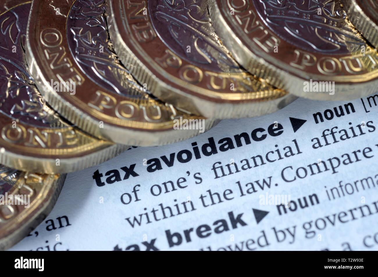 Definición de diccionario de la EVASIÓN FISCAL CON UNA LIBRA monedas vuelven pensiones HMRC IMPUESTOS ETC UK Imagen De Stock