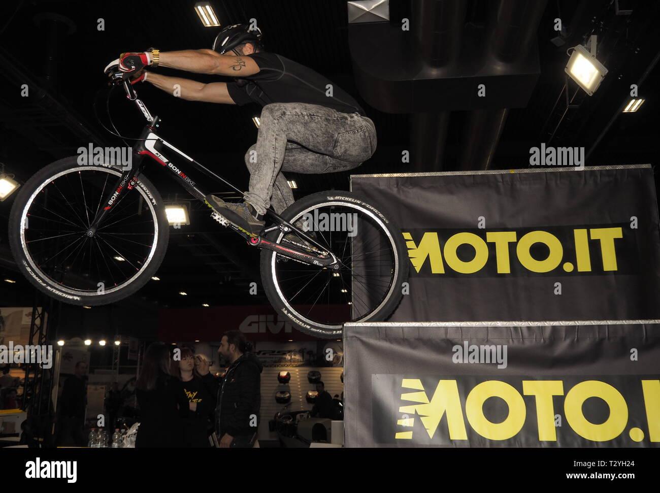 Verona, Italia: 19 de enero de 2019: bike trial en moto expo Verona 2019 Imagen De Stock