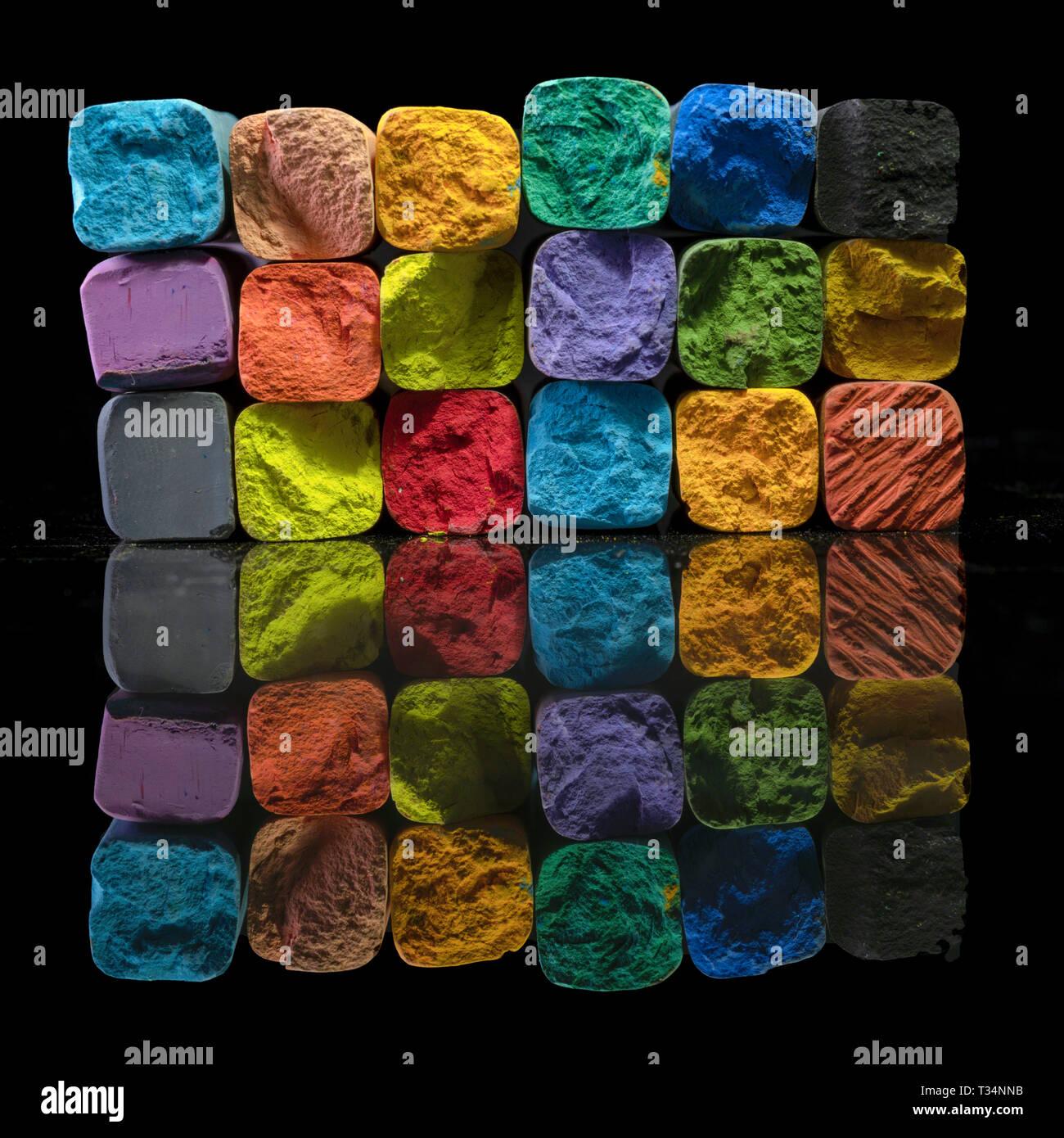Pila de tiza multicolor Foto de stock