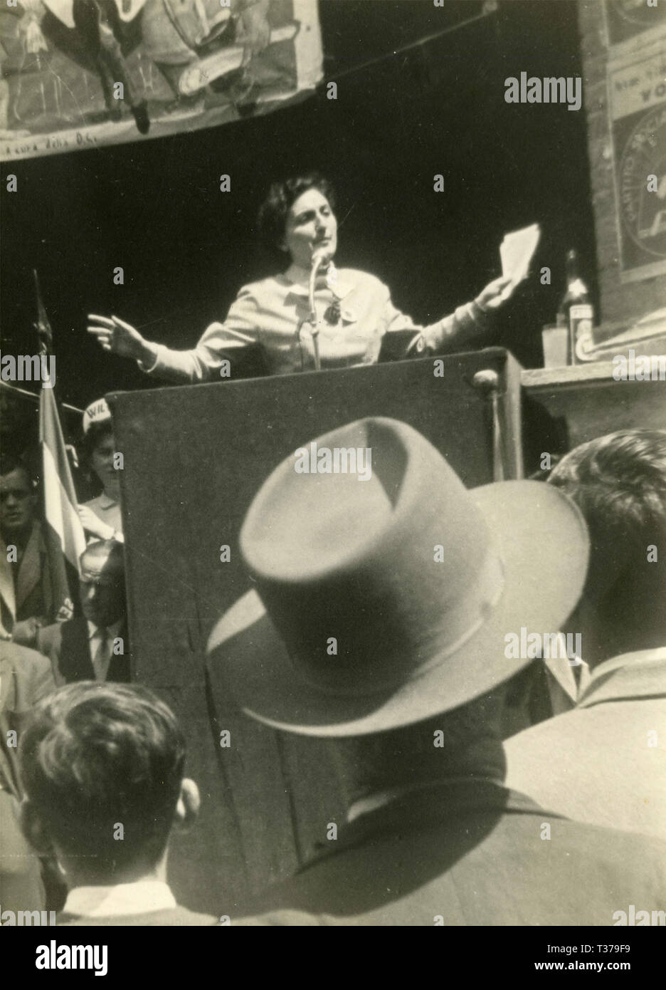 Mitin político por PCI Ilia Coppi, Montalcino, Italia, mayo de 1953 Imagen De Stock