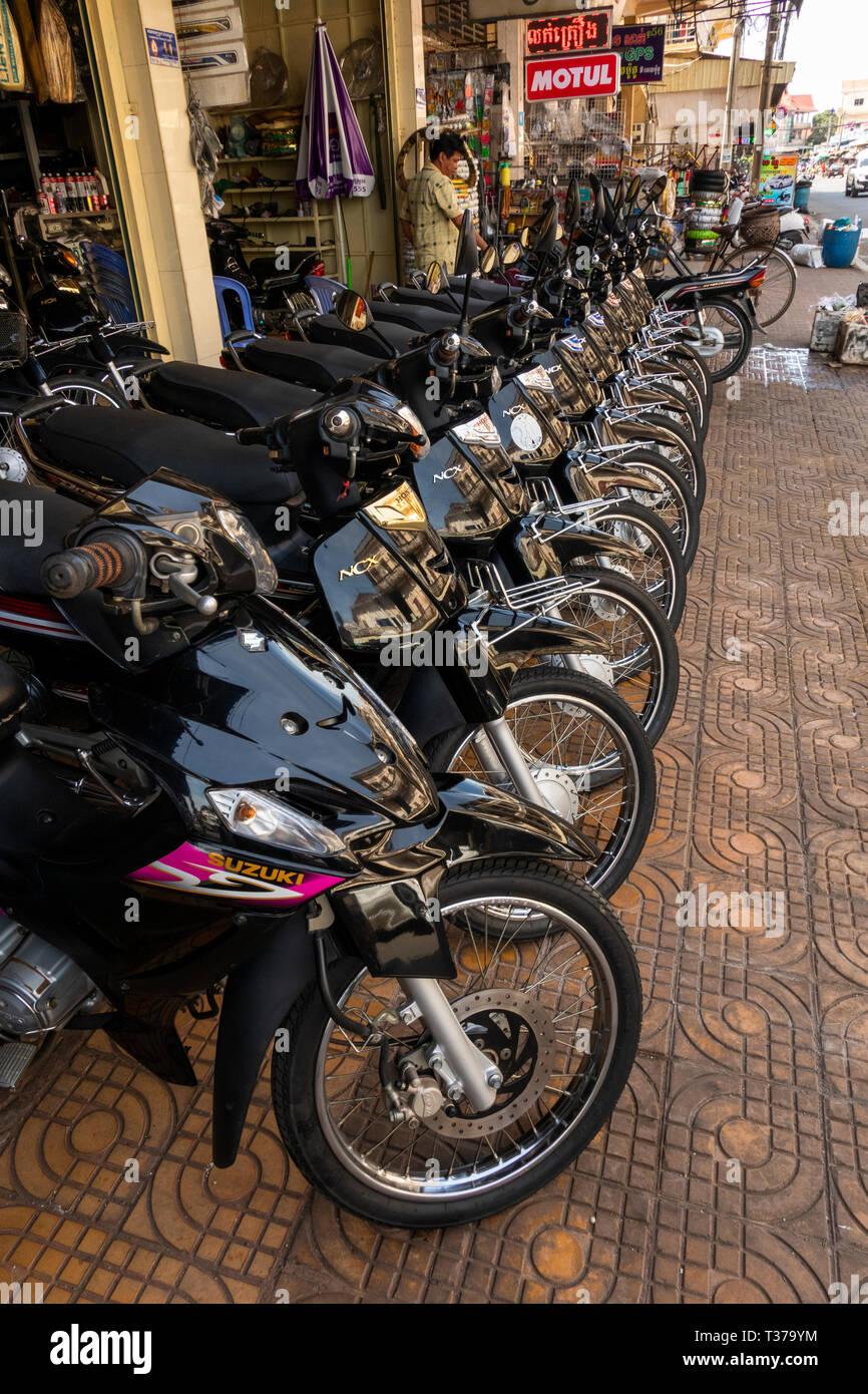 Camboya, Kampong (Kompong Cham), del centro de la ciudad, motocicleta showroom presentación de nuevos importados motos en venta Foto de stock