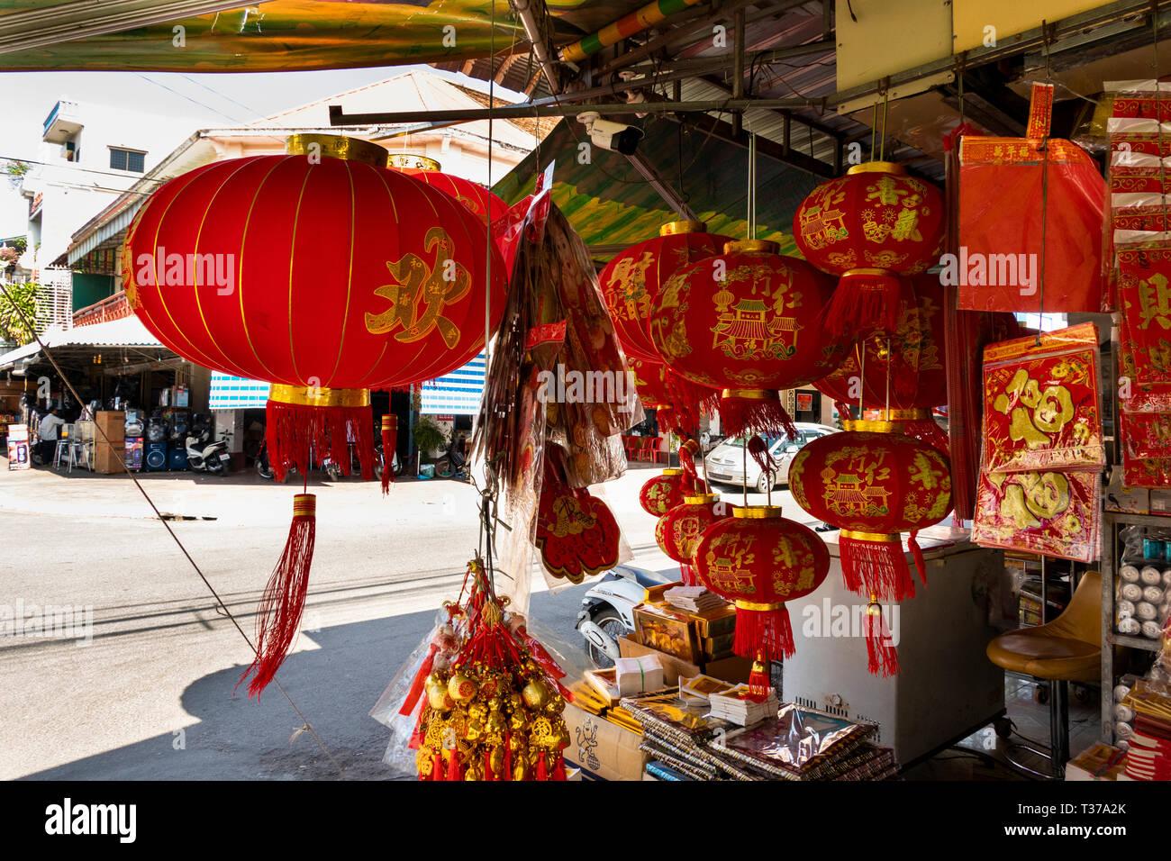 Camboya, Kampong (Kompong Cham), del centro de la ciudad, Año Nuevo Chino, el Festival de Primavera, decoraciones en venta Foto de stock