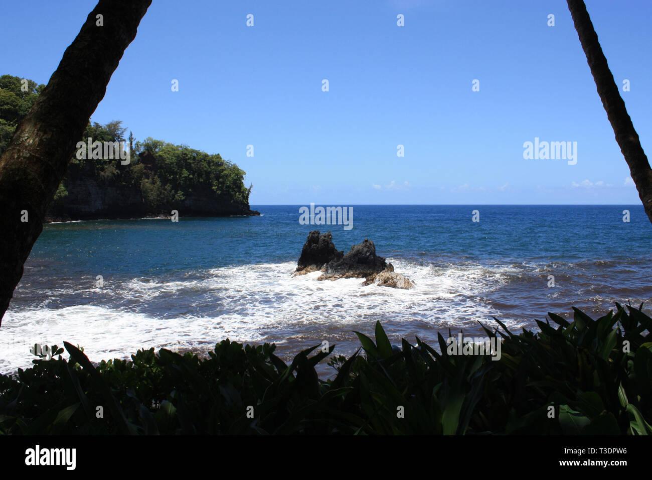 Una vista de la Bahía Onomea en Papaikou, Hawaii, EE.UU. Foto de stock