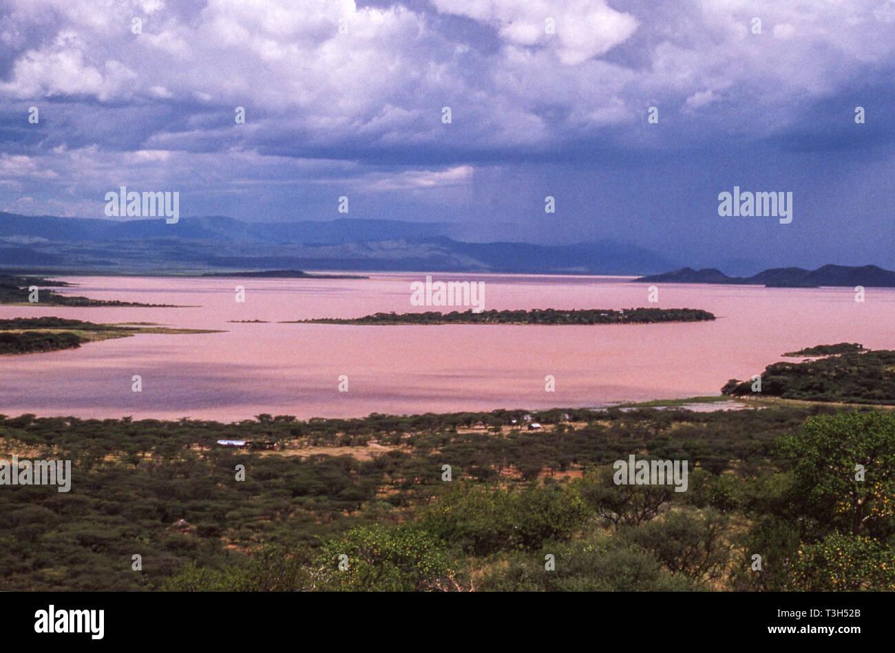Sambura lago Baringo desde la carretera que desciende hacia el Valle del Rift.El norte de Kenia.En África oriental. Foto de stock