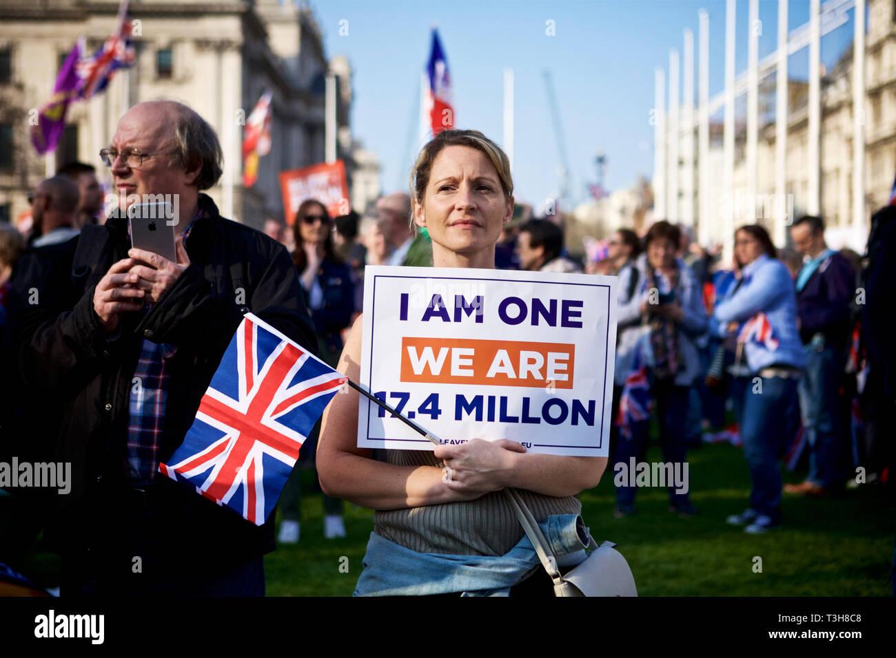 Mitin político / política británica UK / protesta política - el manifestante en una marcha pacífica en pro Brexit rally el 29 de marzo, día Brexit 2019. La democracia británica. Imagen De Stock