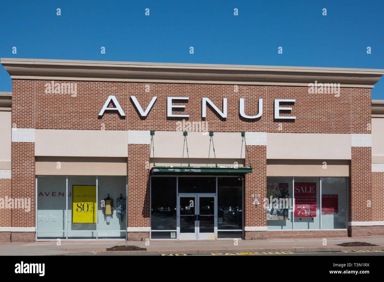 Trenton Nj Abril 1 2019 Esta Tienda Esta Ubicada En La Avenida Hamilton Mercado Avenue Es Una Tienda Especializada En Ropa De Mujer Tallas Grandes Fotografia De Stock Alamy