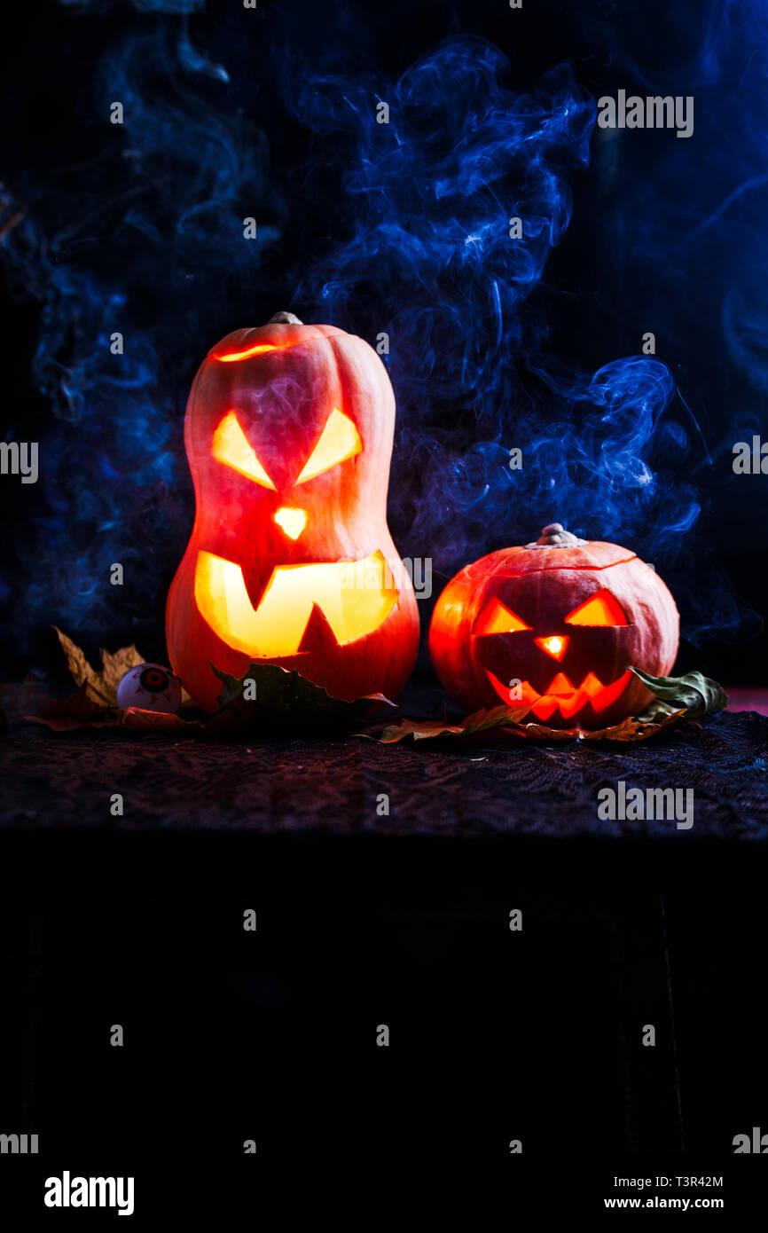 Halloween foto de dos calabazas y los globos oculares Imagen De Stock