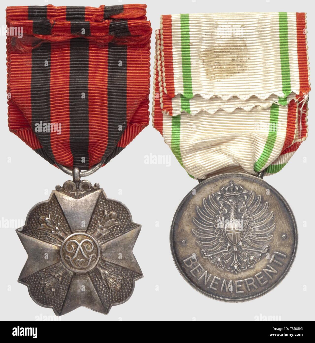 "Médaille de la 'Croce Rossa Italiana, ""Benemerenti' en argent, avec sa rara barrette 'Campagna Italo-Austriaca 1915-16"", Additional-Rights-Clearance-Info-Not-Available Imagen De Stock"