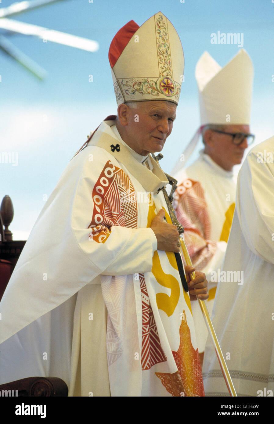 Obispos Mitre Fotos e Imágenes de stock Alamy