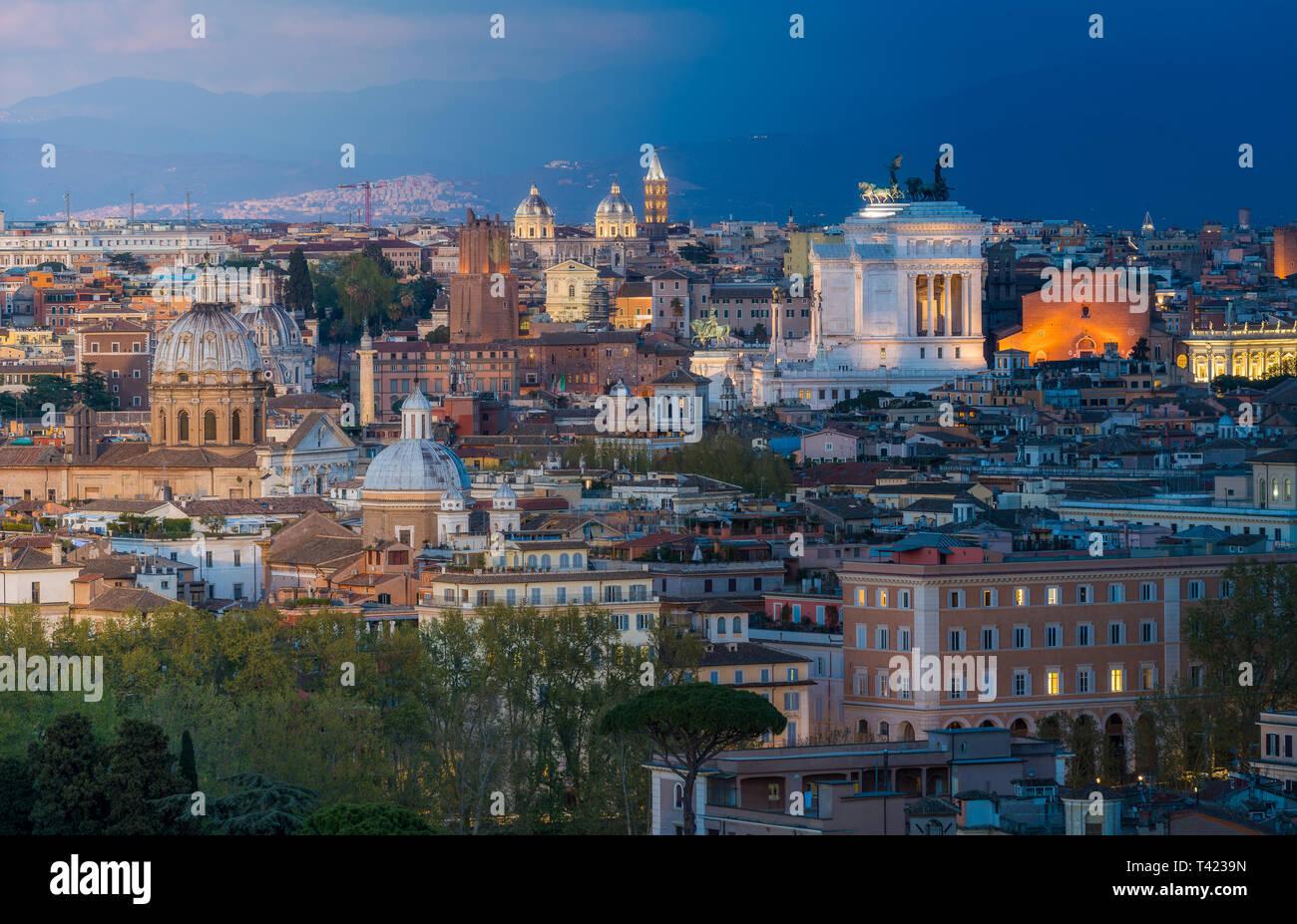 Panorama De Roma Al Atardecer Desde La Terraza De La Colina