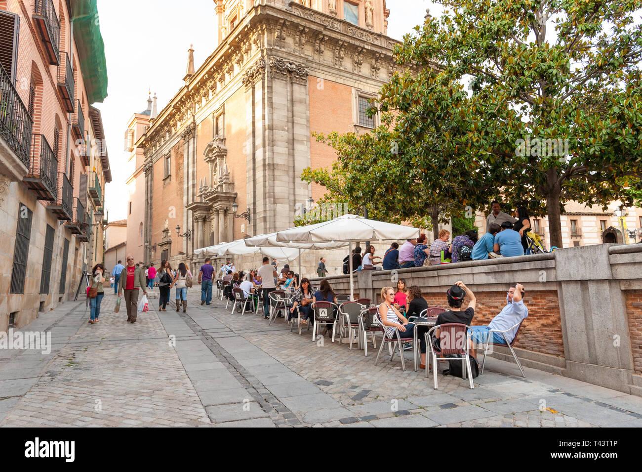 Calle En El Barrio De La Latina Madrid Espana Foto Imagen De
