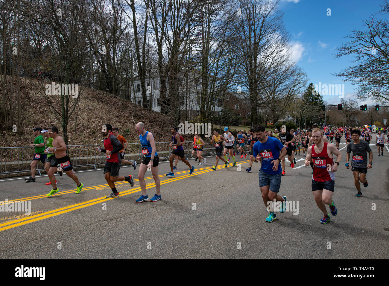 Corredores en Heartbreak Hill durante la Maratón de Boston Imagen De Stock