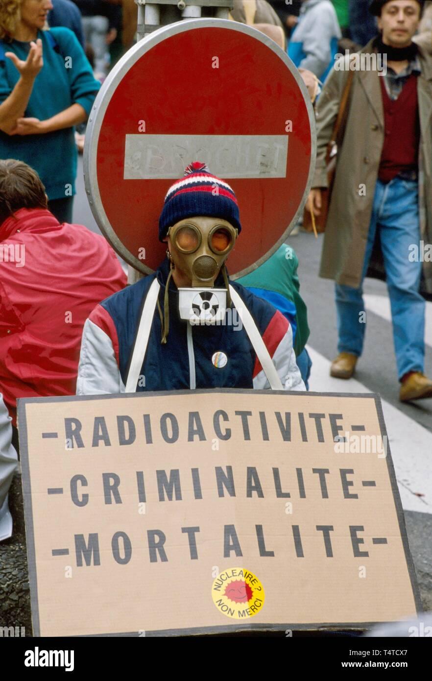 Manifestación antinuclear en París, Francia, junio de 1987 Imagen De Stock