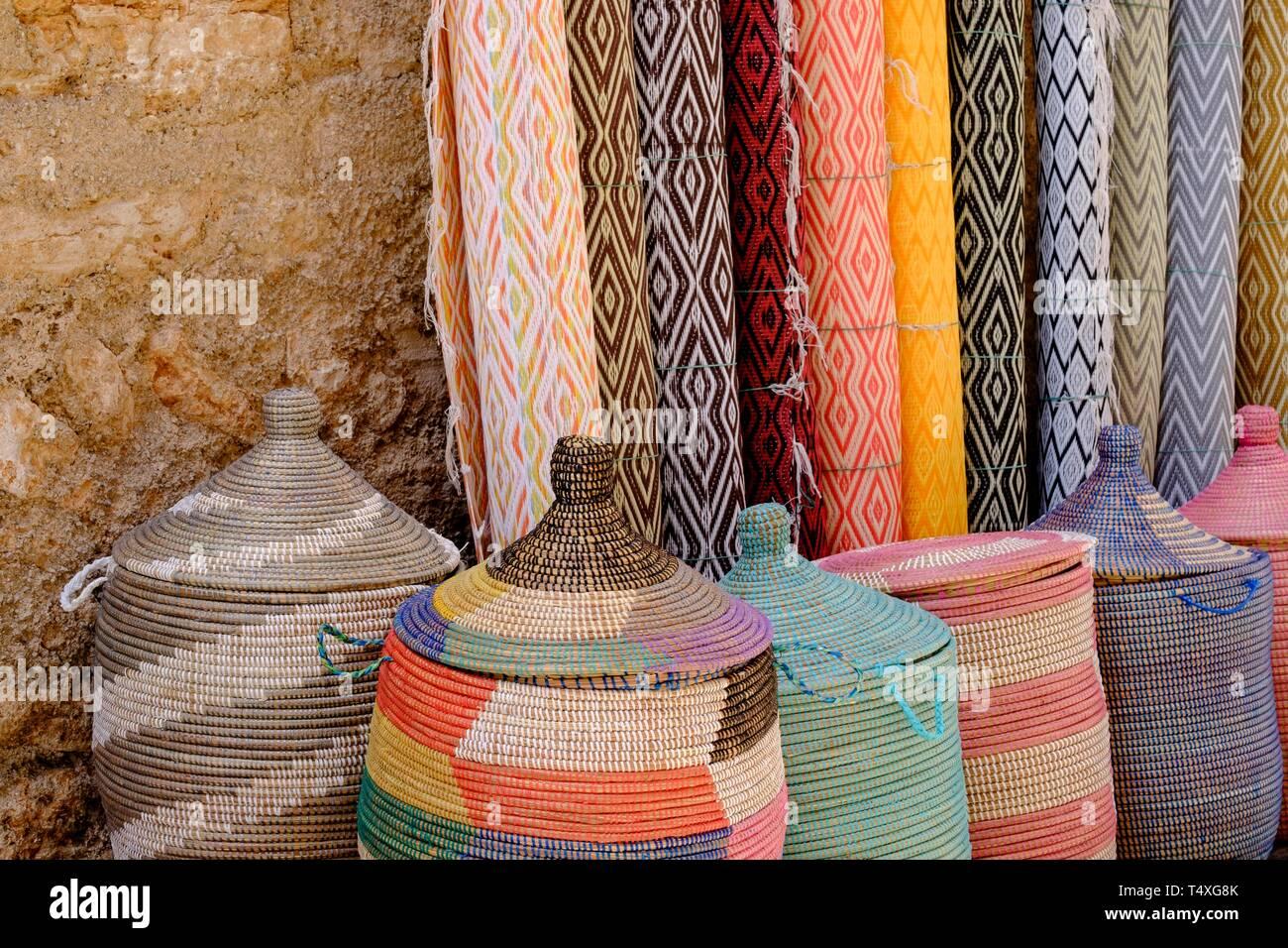 bf20b510c3f2 Mercado De Artesanía Imágenes De Stock   Mercado De Artesanía Fotos ...