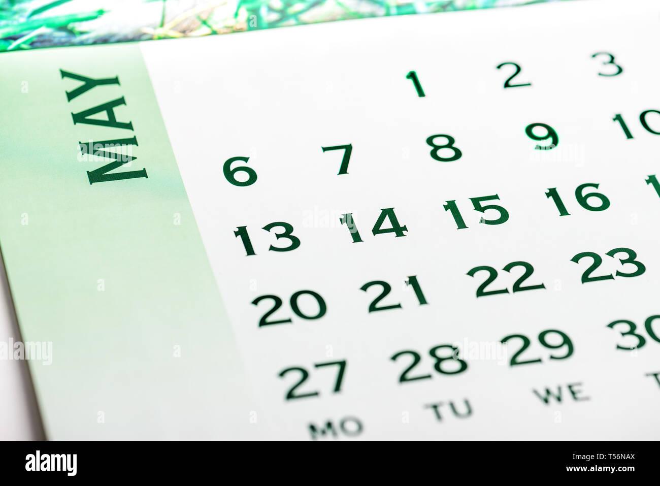 Vista superior de la página del calendario de mayo. Tono verde Imagen De Stock