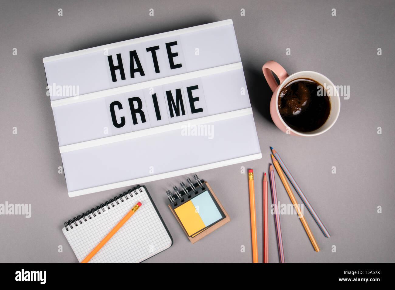 Crimen de odio. Texto en la caja de luz Imagen De Stock