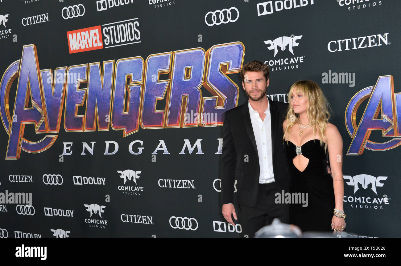 Los Angeles, Estados Unidos. 22 abr, 2019. LOS ANGELES, Estados Unidos. Abril 22, 2019: Miley Cyrus y Liam Hemsworth en la premiere mundial de Marvel Studios' 'Vengadores: Endgame'. Foto: Paul Smith/Featureflash Crédito: Paul Smith/Alamy Live News Foto de stock