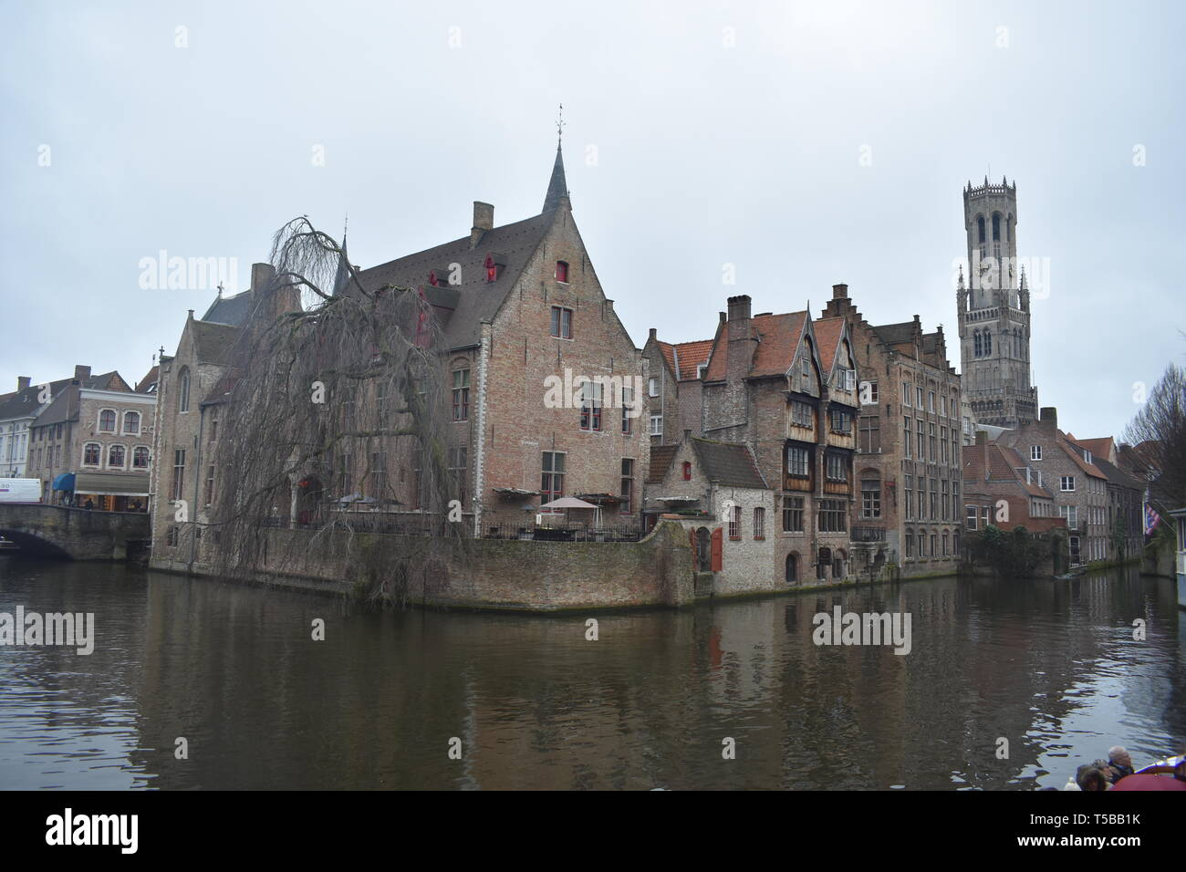 dcf5b92bd536 Brujas Brujas Bélgica canales Torre de cerveza Chocolate gofres ...