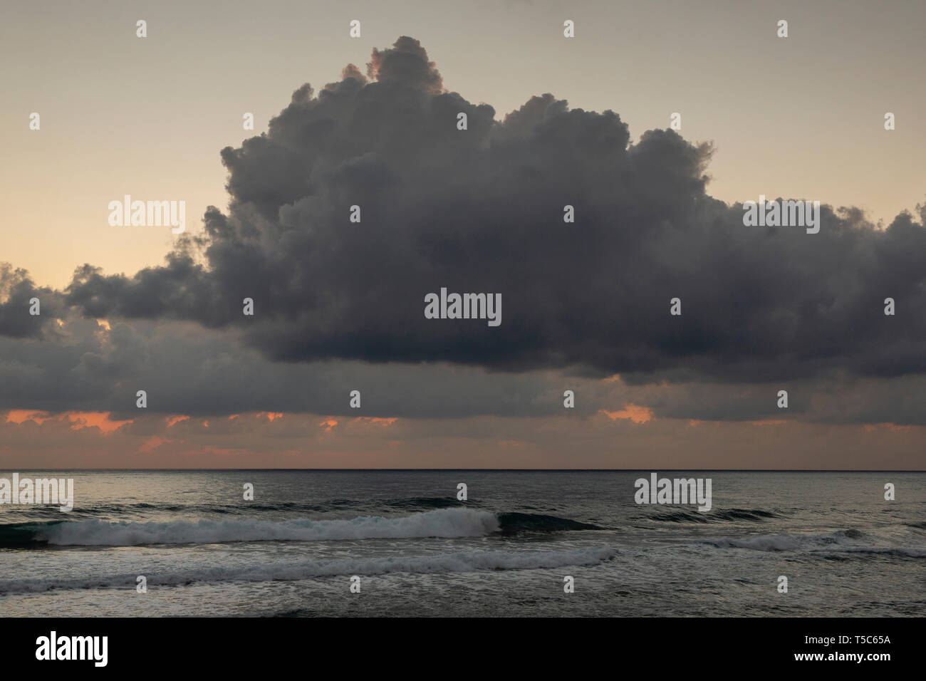 Acercándose a la tormenta, en Paphos, Chipre Imagen De Stock