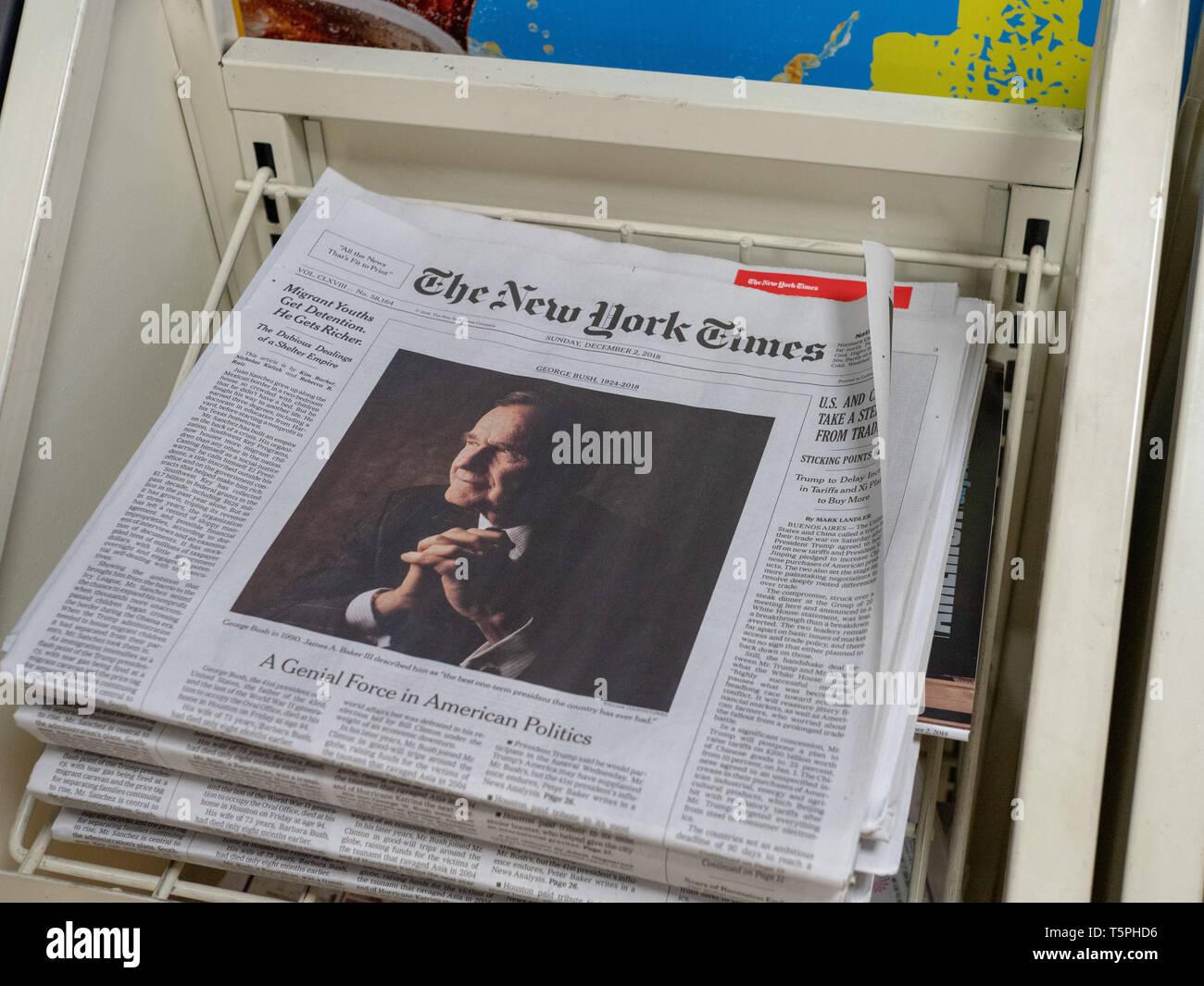 Tapa del New York Times de la muerte de George H.W. Bush Imagen De Stock