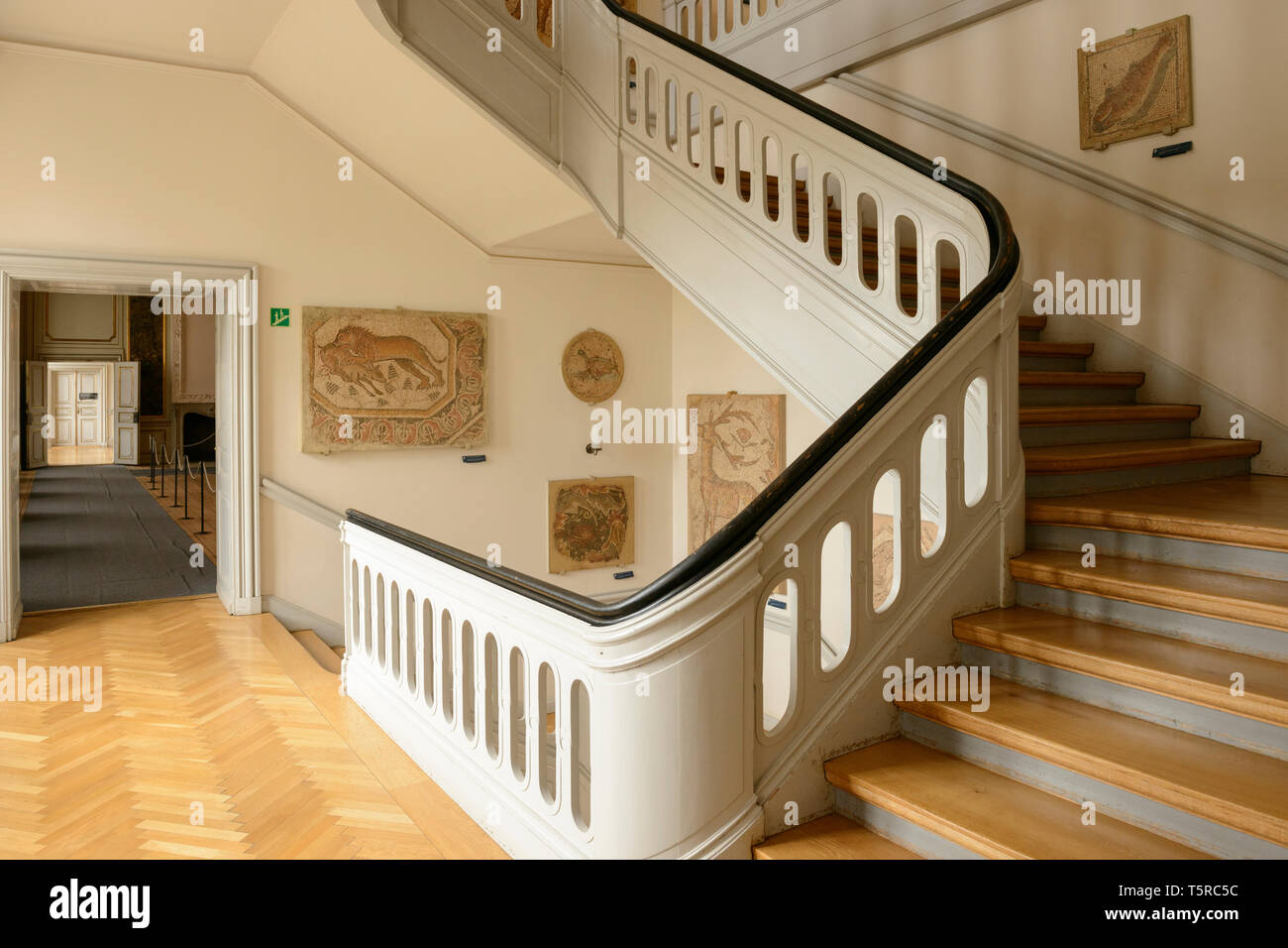 Una escalera de madera en el Museo Nacional de Copenhague, Dinamarca. Foto de stock
