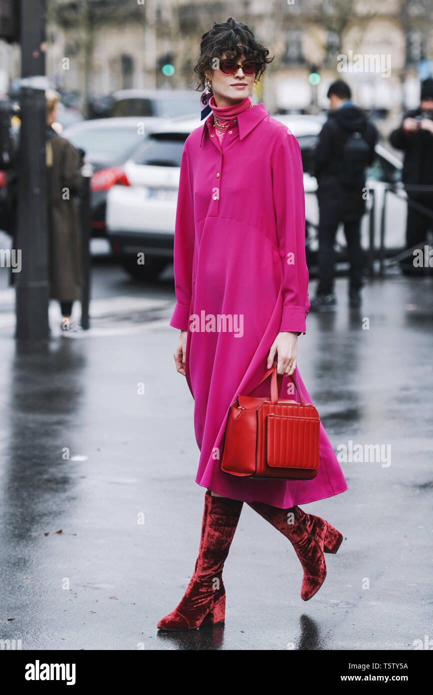 93b05f7f París, Francia - 5 de marzo de 2019: Street Style outfit - Chloe Hill