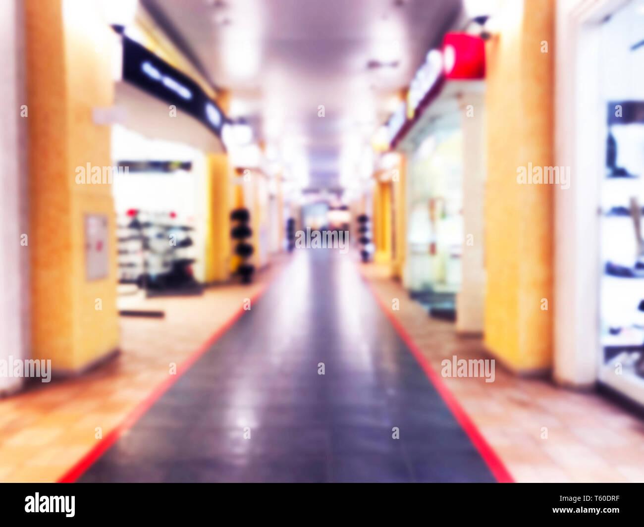 Desenfoque bokeh luces abstractas centro comercial de lujo y departamento interior de la tienda. Fondo difuminado con la gente en el centro comercial con bokeh luz. Blur Foto de stock