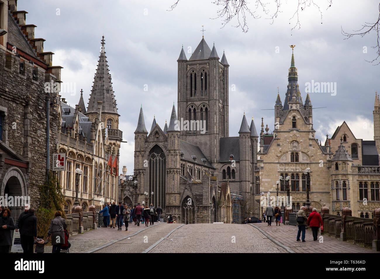 Iglesia De San Nicolás Es Uno De Los Monumentos Más Importantes Y Antiguos En Gante Bélgica Iniciada En El Siglo Xiii Como Un Reemplazo Para El Oído Fotografía De Stock Alamy