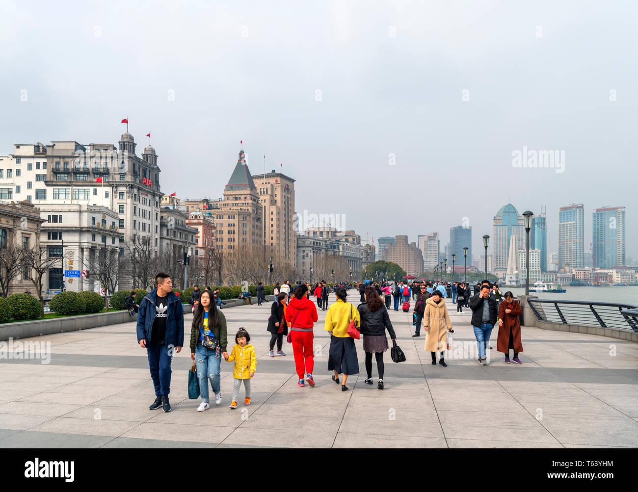 El Bund (Waitan) y el Río Huangpu a principios de marzo de 2019 cuando el Índice de Calidad del Aire (AQI) fue de más de 200, Shanghai, China Imagen De Stock