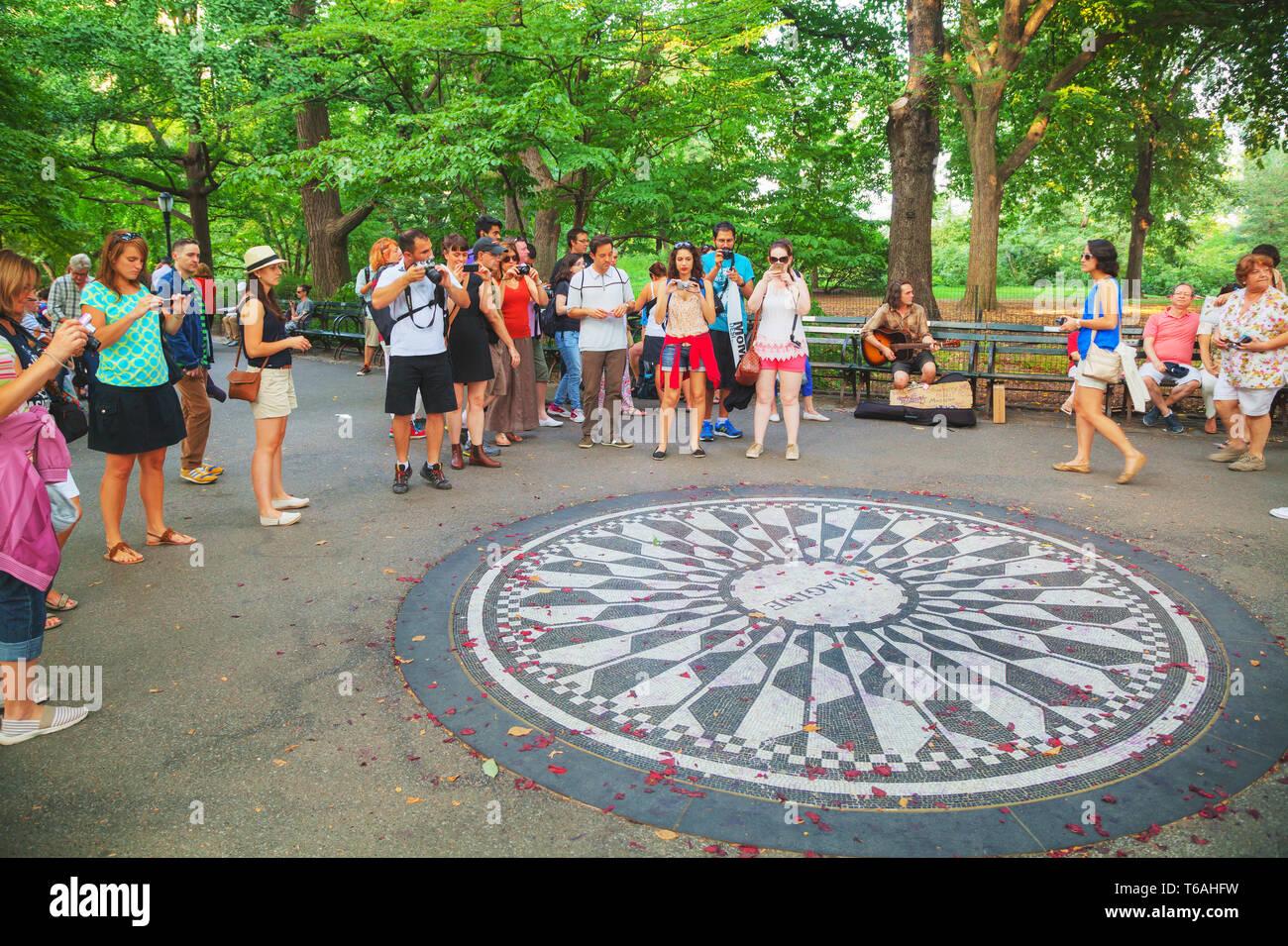 Strawberry Fields memorial en el Parque Central Foto de stock