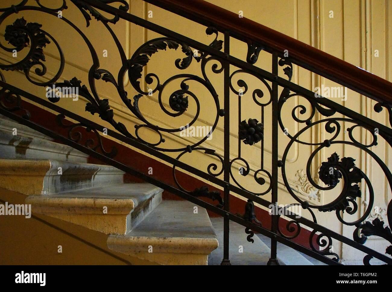 Fragmento de la escalera en el estilo Art Nouveau. Foto de stock