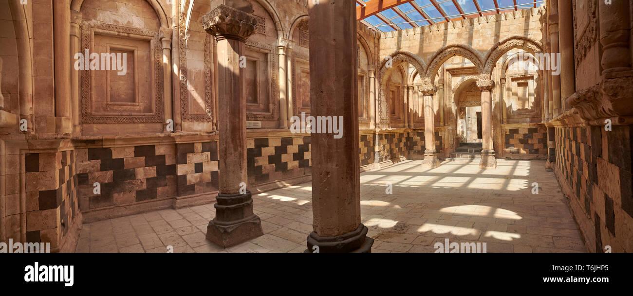 El hall principal en el Hareem del siglo XVIII la arquitectura Otomana del Ishak Pasha Palacio (Turco: İshak Paşa Agrı Sarayı) , la provincia oriental de tu Foto de stock