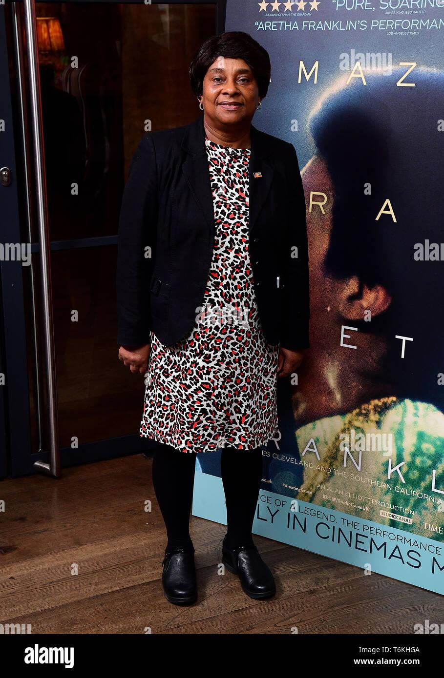 Doreen Lawrence que asistieron a la proyección del documental, Aretha Franklin Amazing Grace, a jamón Yard Hotel, Londres. Foto de stock