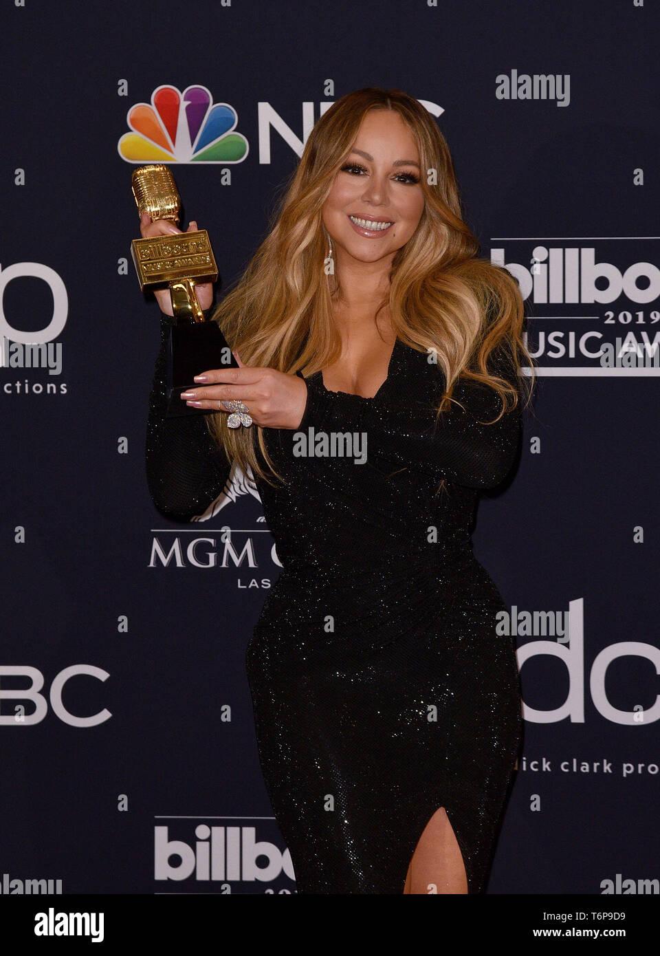 Las Vegas, NV, EE.UU.. El 1 de mayo del 2019. Mariah Carey posa con el icono Award en la sala de prensa durante el 2019 Billboard Music Awards en el MGM Grand Garden Arena el 01 de mayo de 2019 en Las Vegas, Nevada. Foto: imageSPACE/MediaPunch/Alamy Live News Foto de stock