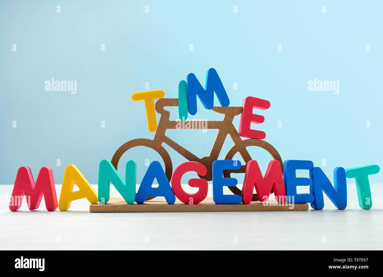 Bicicleta Pequeña Y La Frase Gestión Del Tiempo Compuesto