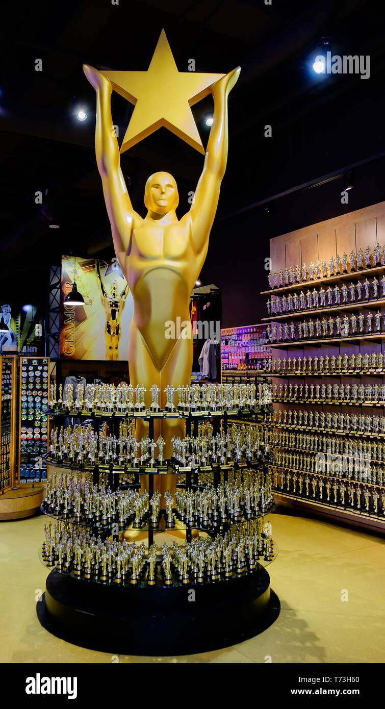 """Los Angeles, California, en marzo de 2019, Oscar estatua réplica en """"Hollywoodland Experience' tienda de regalos Imagen De Stock"""