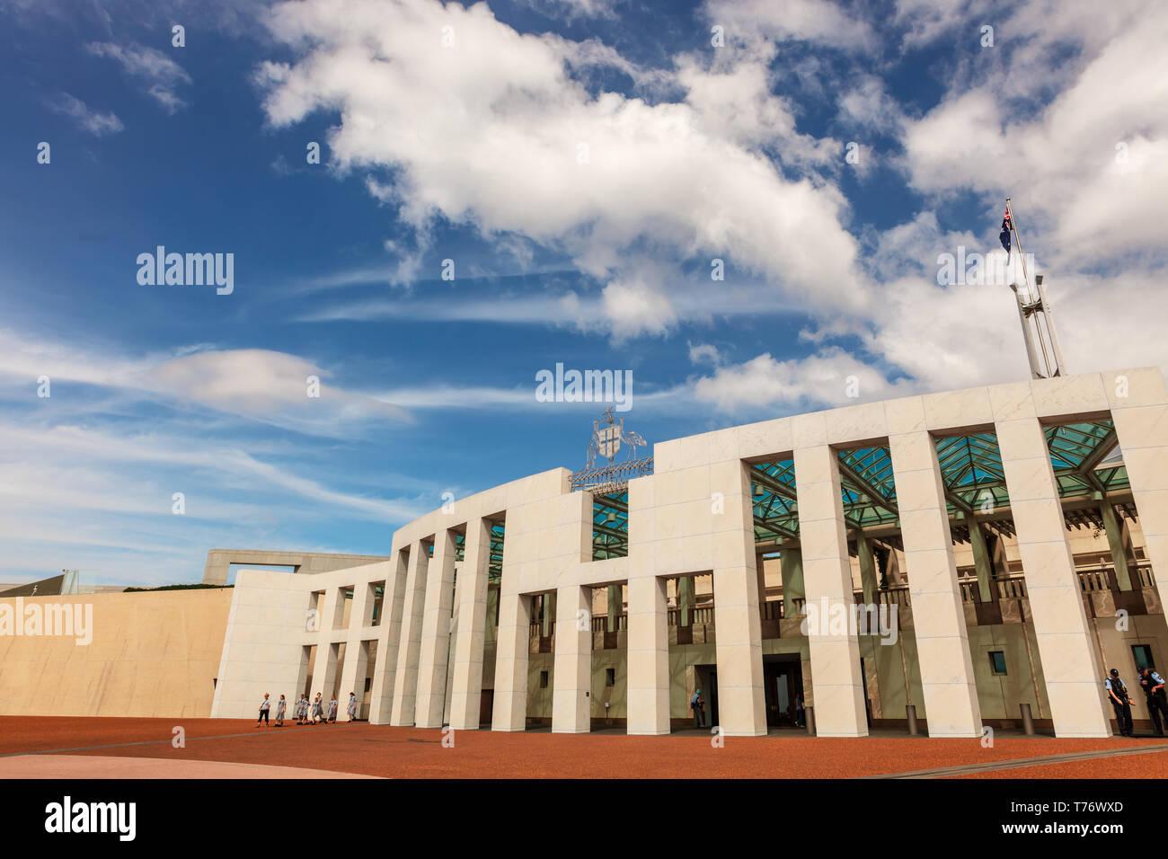 La Casa del Parlamento, Canberra fue inaugurada el 9 de mayo de 1988 por la Reina Isabel II, costó más de 1.100 millones de dólares para construir. Foto de stock