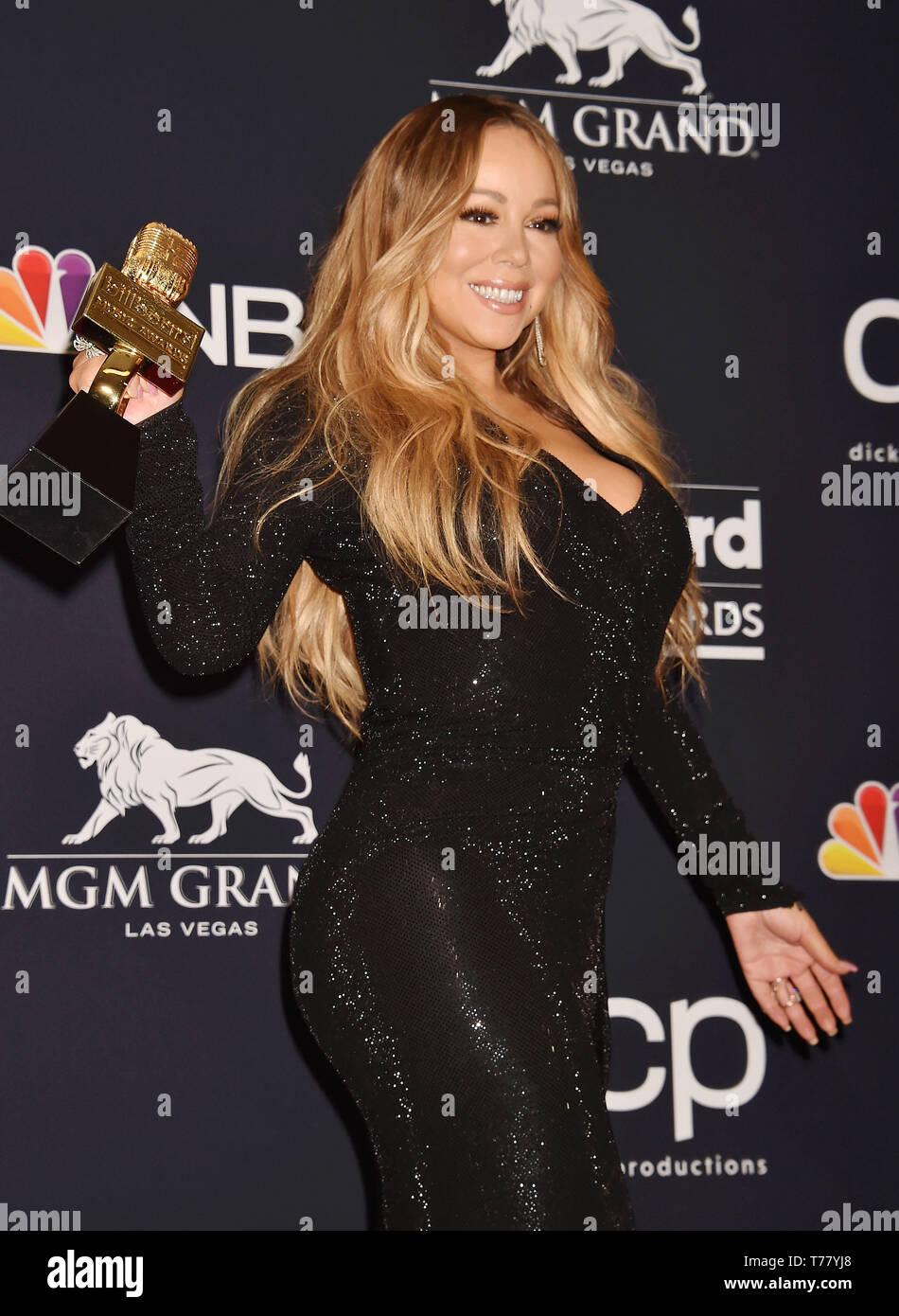 LAS VEGAS, NV - Mayo 01: Mariah Carey posa con el icono Award en la sala de prensa durante el 2019 Billboard Music Awards en el MGM Grand Garden Arena el 01 de mayo de 2019 en Las Vegas, Nevada. Foto de stock