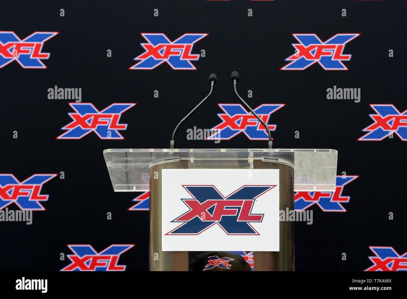 Configuración para la conferencia de prensa de nombres XFL Winston Moss Head Coach de Los Ángeles el 7 de mayo de 2019 (Foto por Jevone Moore) Foto de stock