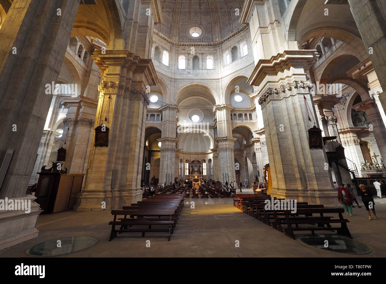 Arcos y arquitectura del techo en el Duomo de Pavía, Pavia (catedral), Lombardía, Italia. Imagen De Stock