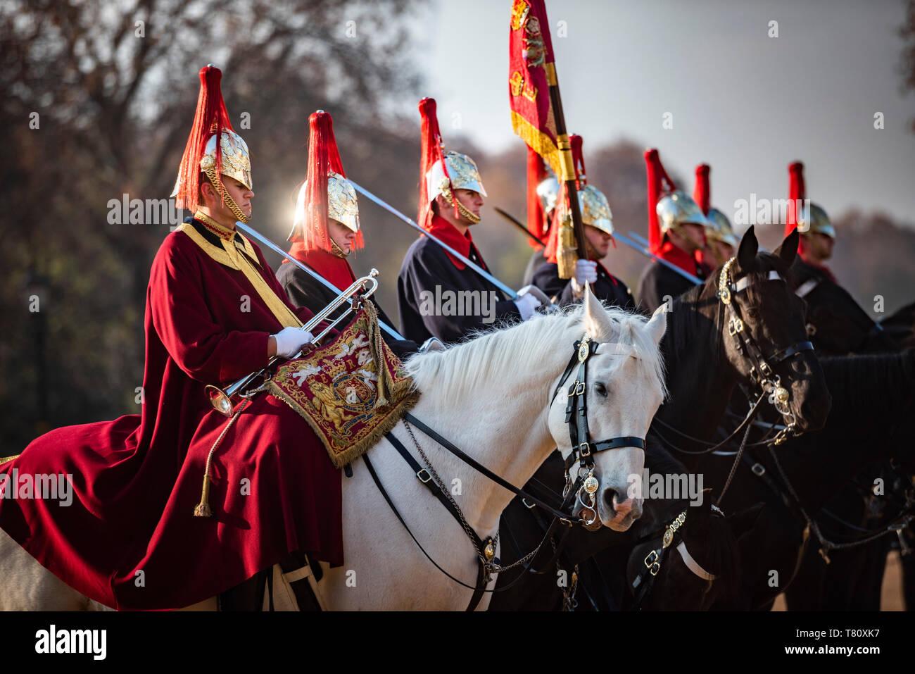 El cambio de guardia, guardias a caballo, Westminster, London, England, Reino Unido, Europa Foto de stock