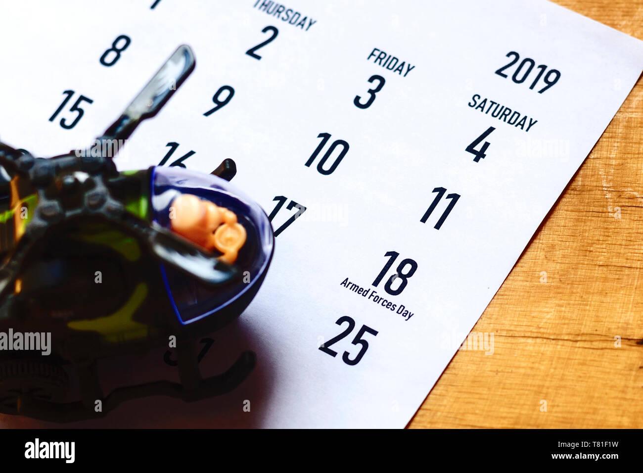 Calendario Como Helicóptero Del Con Símbolo De Día Las Juguete PZwiTlOXuk
